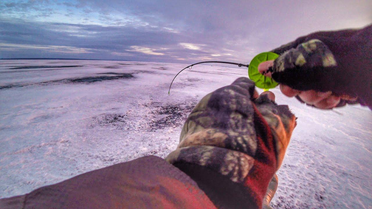 ПЕРВЫЙ ЛЁД 2019-2020. Рыбалка на большой воде. Ловля окуня на балансир.