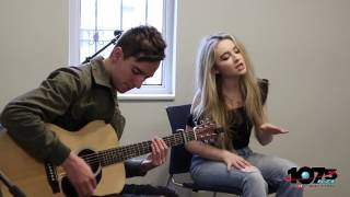 Sabrina Carpenter Thumbs LIVE