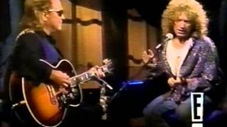 Mick Jones and Lou Gramm going acoustic