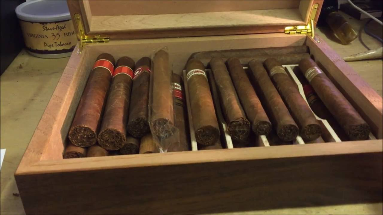 how to make a humidor out of tupperware