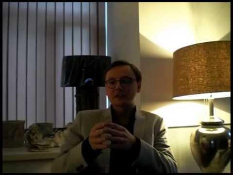 Дмитрий Ольшанский. Почему мужчины дарят женщинам цветы?
