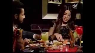 تواضع الفنانة صمود الكندري تأكل بيدها امام الكاميرة في برنامج ريد كاربت