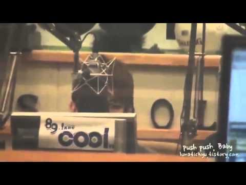"Fancam110221DJ Key Dances to G Na's ""Black and White"""