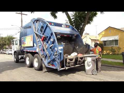 2010 Autocar ACX/McNeilus Rear-Load Garbage Truck