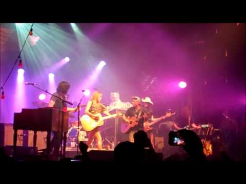 Grace Potter & the Nocturnals ft Kenny Chesney - Free Fallin