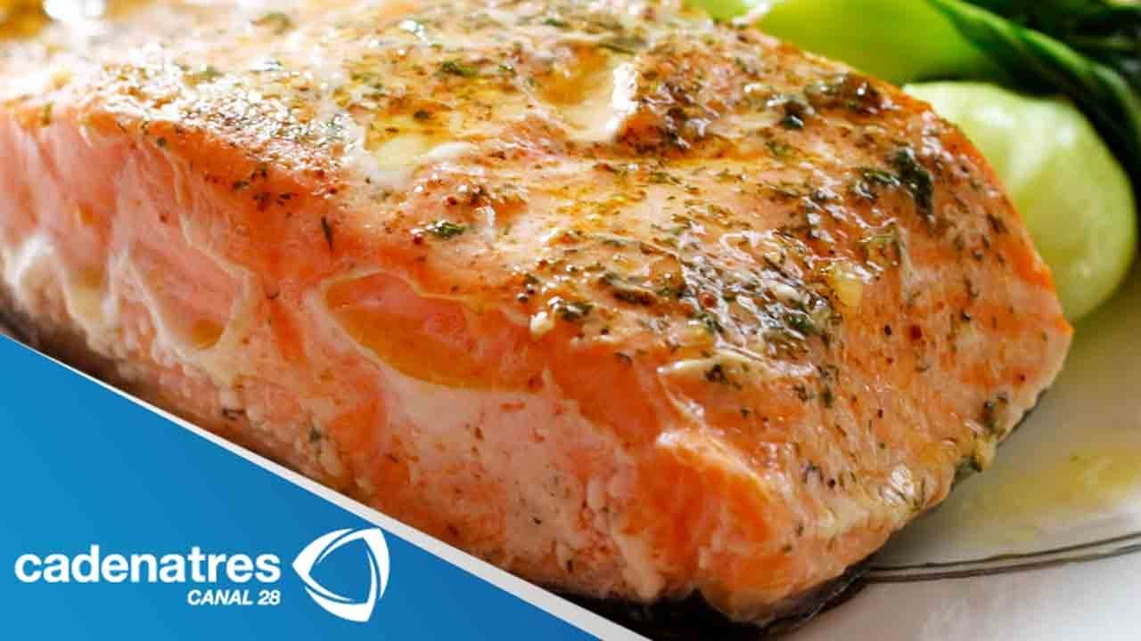 Como Cocinar Salmon Fresco | Receta Para Preparar Salmon Empapelado Con Limon Y Romero Receta
