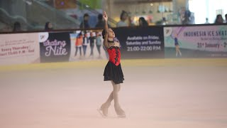 Nayfa Ikut Lomba Ice Skating Cover JENNIE - 'SOLO'