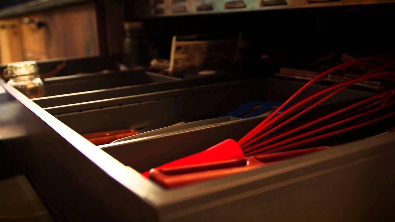am nagement tiroirs coulissants rangement armoires de cuisine simard cuisine arnaud. Black Bedroom Furniture Sets. Home Design Ideas