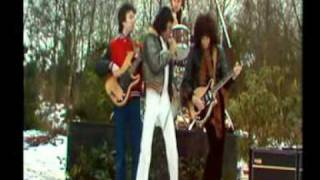 Queen - Spread your wings - (Brian & Roger talks) Greatest video hits 1