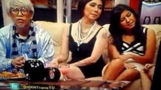Repeat youtube video Kakek Kakek Narsis 17 nov 2011 (nikita pake baju polwan)