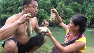 Primitive Survival skills - Catch many fish by mud pit underground   Cooking fish eating delicious