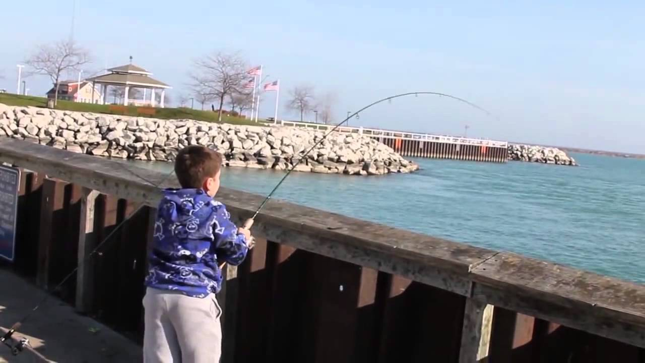 Lake michigan trout fishing port washington wi youtube for Michigan out of state fishing license