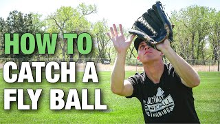 How to Catch a FĮy Ball | Baseball Outfield Tips