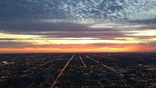 シカゴのジョン・ハンコック・センター、94階の展望台「360シカゴ」から...