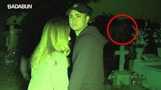 YouTubers pasan una noche en un cementerio