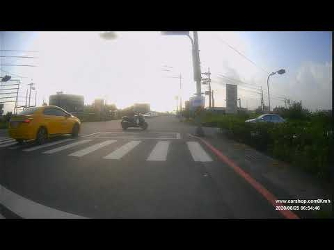 TBT-278計程車內側車道違規右轉 差點撞直行機車