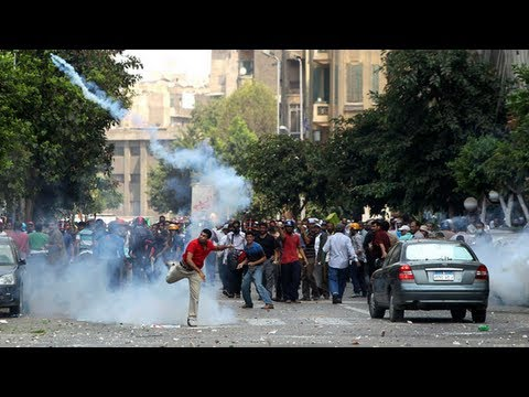 Police fire tear gas at pro-Morsi supporters in Cairo