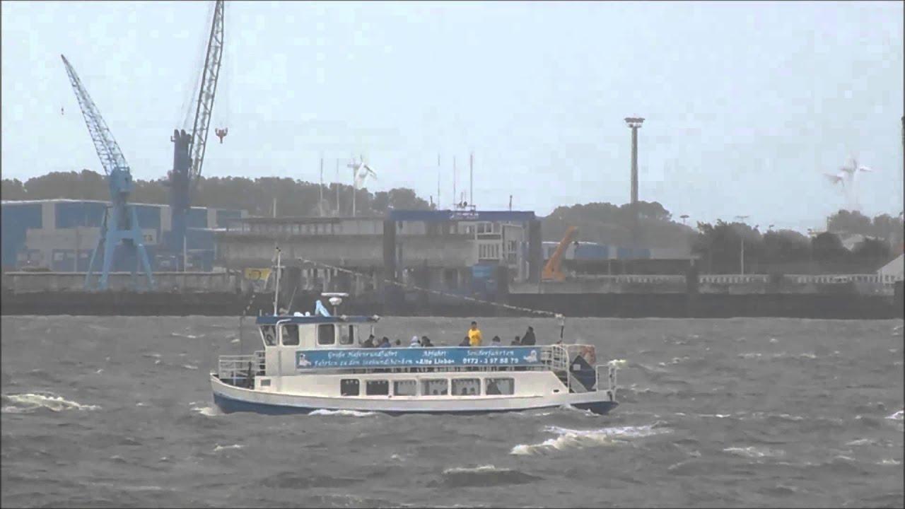 MS Otter bei Windstärke 6 vor Cuxhaven am 30. Juli 2015 - YouTube