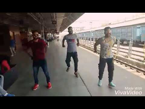 Best bhangra paune atth. By Khan fatehgarhia. Harry and kuldeep ENJOYING on AGRA RAILWAY STATION. .