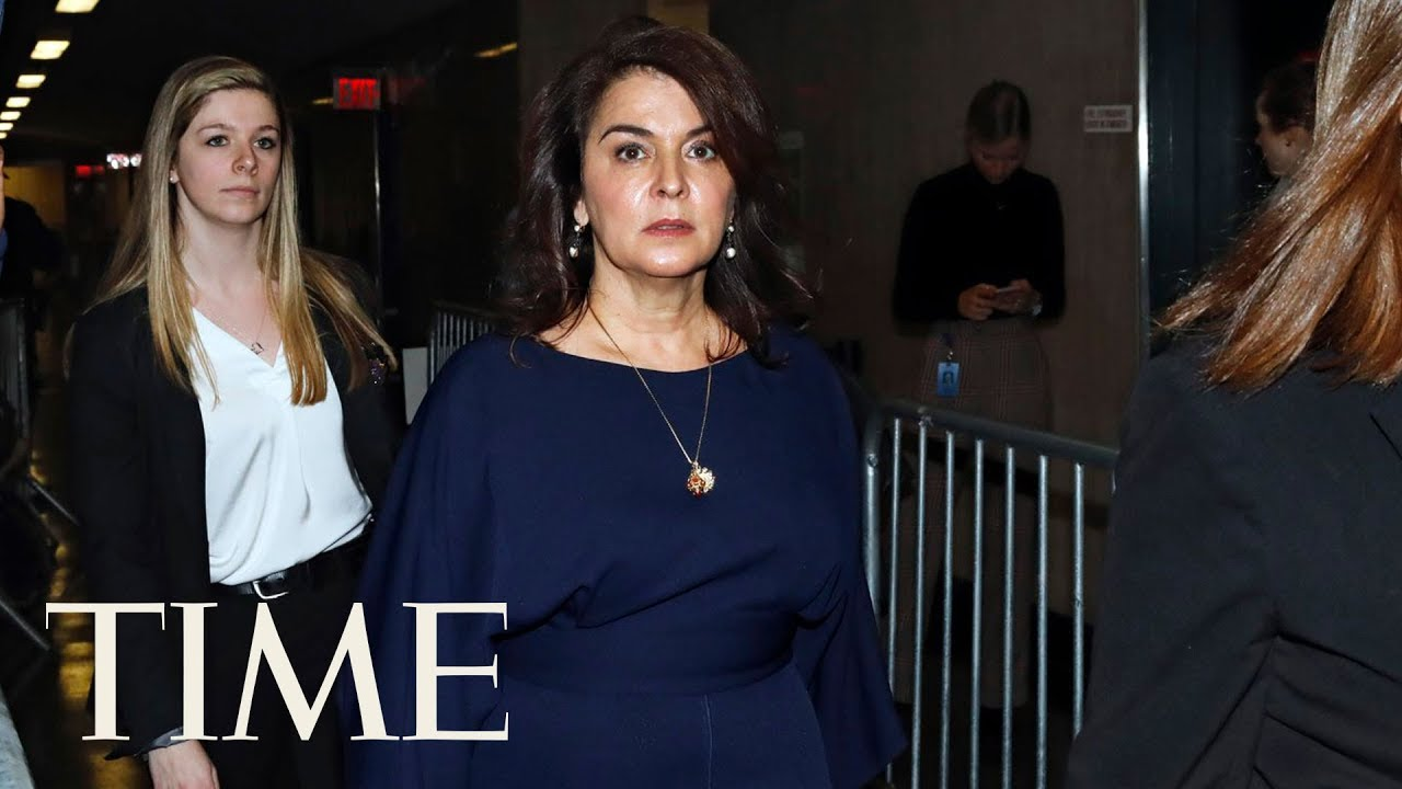 Actress Annabella Sciorra confronts Weinstein during rape trial