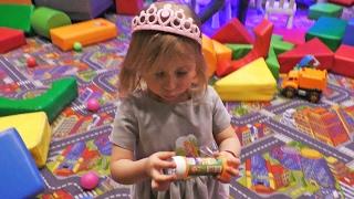 Sonja prvi put jede COKOLADU! Barbi pokloni, Predstava u VRTICU i Restoran sa igraonicom Family VLOG(, 2017-02-20T14:23:11.000Z)