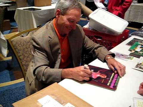 Steve Cauthen  Signs for The SI KING 4-30-11