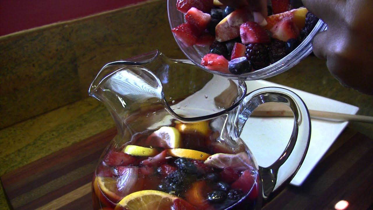 RED and WHITE SUMMER SANGRIA RECIPES |Cooking With Carolyn