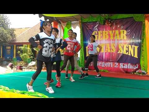 Performance Dance SMP Negeri 2 Kamal