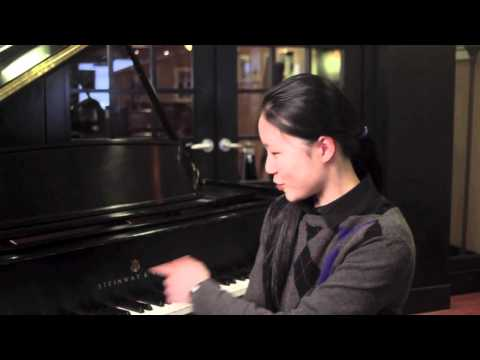 Young Pianist Tami Lin visits Tom Lee Music Canada