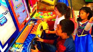 Spider-Man and Frozen Anna at Chuck E Cheese's | Spiderman Adventures