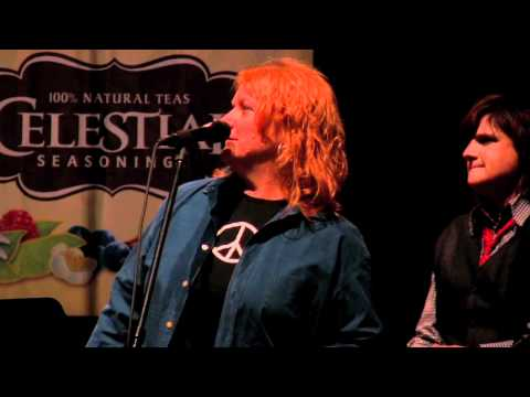 Interview with the Indigo Girls (eTown webisode #29)