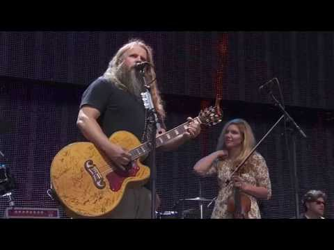 Jamey Johnson – I Think I'll Just Stay Here And Drink (Live at Farm Aid 2016)