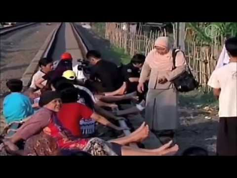 Free  Indonesian massage - therapy  on a train track - it's weird.