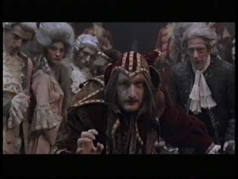 El vuelo del conde Brácula  2º tema musical canción con Chiquito de la calzada y los vampiros