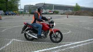 Nie popełnij tych śmiesznych błędów: nauka jazdy na motorze.
