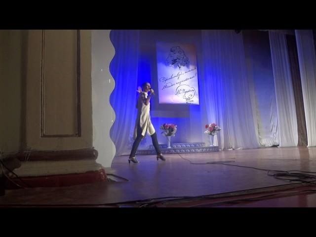 Изображение предпросмотра прочтения – ВикторияКолесникова читает отрывок изпроизведения «Юбилейное» В.В.Маяковского