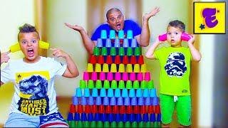 Егорка Ярик и Папа Играют с ЦВЕТНЫМИ Стаканчиками...!!!