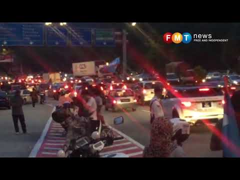 Penyokong PH banjiri jalan sekitar Istana Negara
