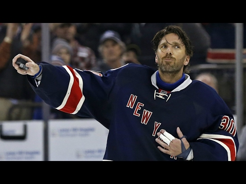 Gotta See It: Lundqvist becomes 12th NHL goalie to win 400 games