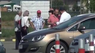 Un grup de profesori în frunte cu inspectorul școlar general Florin Lazăr a fost surprins, sâmbătă dimineață, în parcarea unui market aflat la ieșirea din Bacău în timp ce dezbătea planul pentru pleca