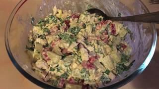 Муж готовит соус Песто. Легкий рецепт очень вкусного салатика)