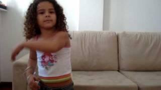Gabriella Saraiva dançando caminho das indias