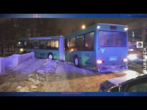 В Витебске автобус протаранил ограждение моста (17.01.2019)