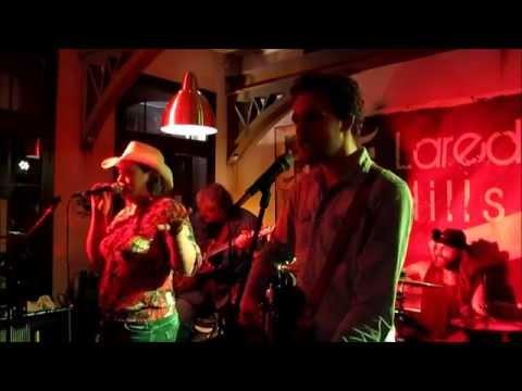 LAREDO HILLS - MAMAs BROKEN HEART (Miranda Lambert cover)