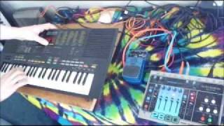 Yamaha PSS-480 demo of the synthesizer function, plus delay and looper.