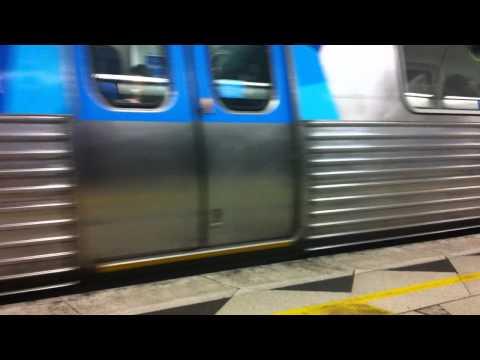 Comeng train departing Parliament Station, Sydenham line
