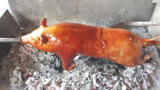 Heo, lợn quay nguyên c๐n với kỹ thuật tạo dą giòn tąn của thợ qขay hęo phạm kİm phê