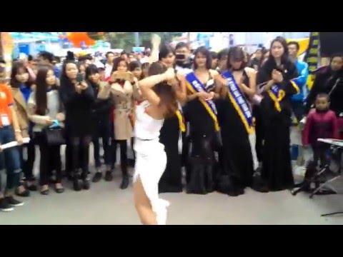 Nhảy cực bốc - Hot girl Đại học Sư phạm nghệ thuật Trung Ương tại Bách Khoa Open Day 2016
