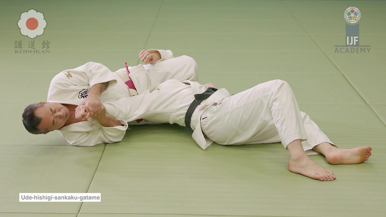 腕挫三角固 /  Ude-hishigi-sankaku-gatame