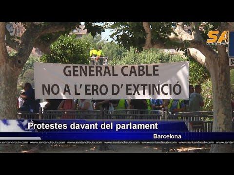 300615 Treballadors de General Cable protesten davant del parlament de Catalunya